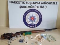ÇAMKÖY - Uyuşturucu Satıcılığı Yapan 3 Kişiden 2'Si Tutuklandı