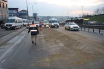 SEFAKÖY - Kamyona Yüklü Trafo Yola Devrildi, Trafik Yoğunluğu Oluştu