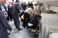 HAFRİYAT KAMYONU - Kartal'da Hafriyat Kamyonu Dehşeti