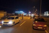 YARALI KADIN - Yolun Karşısına Geçmek İsteyen Yaşlı Kadına Otomobil Çarptı