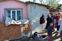 Biga'da Yokuş Aşağı Kayan Araç Çocuğa Çarptı