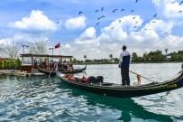 SEYHAN NEHRİ - Büyükşehir'den 260 Öğrenciye Gondol Turu