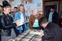 SOSYAL HİZMETLER - İmza Gününde Satılan Kitapların Gelirini Şehit Ailelerine Bağışladı