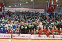 TÜRKIYE BASKETBOL FEDERASYONU - İzmit'te 10 Bin Öğrenciye Basketbol Topu Dağıtıldı
