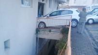 NURTEPE - Kağıthane'de Vitesi Geri Takmayı Unutan Kadın Sürücü Apartmana Daldı