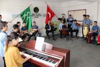 Öğrenciler, Mehmetçik'e Destek İçin Farklı Enstrümanlarla Mehter Marşı Çaldı