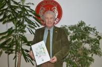 YENİ YÜZYIL ÜNİVERSİTESİ - Prof. Dr. Engin Özhatay'dan 'Çekmeköy'ün Kır Çiçekleri' Kitabı