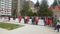 Üniversite Öğrencileri Ömer Halisdemir'i Ziyaret Etti