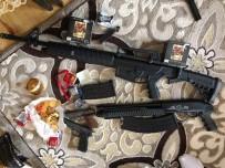 UYUŞTURUCU TİCARETİ - Uyuşturucu Tacirinin Evinden 8 Buçuk Kilo Eroin İle 160 Bin Liralık Altın Ele Geçirildi