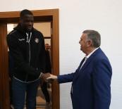 BASKETBOL TAKIMI - Başkan Toçoğlu Büyükşehir Basketbol Takımı Yönetici Ağırladı