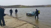 El Freni Çekilmeyen Ve Vitesi Boşta Unutulan Otomobil Baraja Düştü