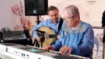 ABDULLAH ÇIFTÇI - Huzurevinde Şarkılı Kutlama