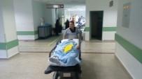EVDE TEK BAŞINA - İranlı Genç Usturayla Kendi Boğazını Kesti