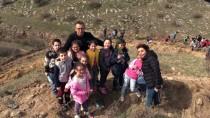 SIĞINMACILAR - Sığınmacı Çocuklar Şehitler İçin Fidan Dikti
