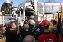 TRAFİK YOĞUNLUĞU - Tıra Çarpan Kamyonun Sürücüsü Sıkıştığı Yerden 40 Dakikada Çıkarıldı