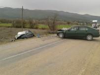 AKALAN - Babasının Cenazesine Giden Hamile Kadın Kazada Hayatını Kaybetti