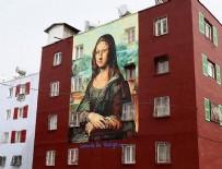 PABLO PİCASSO - Da Vinci'nin Mona Lisa'sı bina duvarında