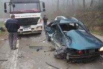 İSTANBUL YOLU - Hafriyat Kamyonu İle Otomobil Çarpıştı Açıklaması 1 Yaralı