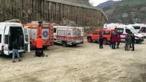 Trabzon'da Polis Aracı Dereye Devrildi