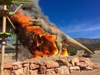 DINOZOR - Dev Dinozor Maketi Kül Oldu