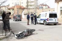 KıZıLAY - Hafif Ticari Araçla Çarpışan Motosiklet Sürücüsü Ağır Yaralandı