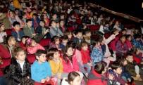 KUKLA TİYATROSU - Hollanda'dan Gelen 'Magisch Theatertje' Grubu Çankayalı Miniklerle Buluştu