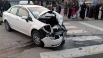 KANBER - İki Otomobil Kafa Kafaya Çarpıştı Açıklaması 1'İ Ağır 4 Yaralı