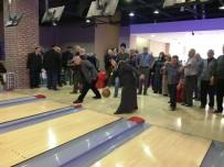 BELEDİYE BAŞKAN YARDIMCISI - İzmit'in Yaşlıları Bowlingde Yarıştı
