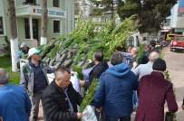 BELEDİYE BAŞKAN YARDIMCISI - İzniklilere 5 Bin Fidan Dağıtıldı