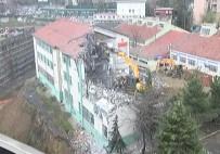ÇÖKME TEHLİKESİ - Şişli Endüstri Meslek Lisesi'nin Çökme Tehlikesi Geçiren Binası Yıkılıyor