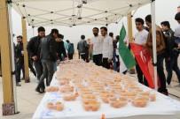 KARABÜK ÜNİVERSİTESİ - Suriyeli Öğrenciler 'Afrin Zaferi' İçin Lokma Dağıttı