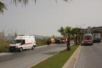 TİCARİ TAKSİ - Turistleri Taşıyan Araç Devrildi Açıklaması 2 Yaralı