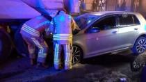 OKMEYDANı - Beyoğlu'nda Otomobil Hafriyat Kamyonuna Çarptı Açıklaması 2 Yaralı