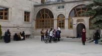 KUBBE - Ebul Hasan-İ Harakani Türbesi Ziyaretçi Akınına Uğruyor