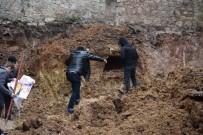 İNŞAAT FİRMASI - Kocaeli'de İnşaat Kazısında Çıkan Tarihi Yapıda İnsan Kemikleri Bulundu
