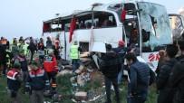 JANDARMA - Otobüs Şarampole Devrildi Açıklaması 4 Ölü, Çok Sayıda Yaralı