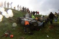 KARAGEDIK - Otomobil Tarlaya Uçtu Açıklaması 1 Ölü, 2 Yaralı