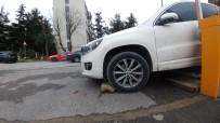 ATAKÖY - Park Halindeyken Freni Boşalan Araç Yayayı Ezdi