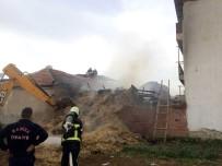 DURASıLLı - Salihli'de Samanlık Yangını Korkuttu