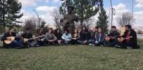 ÜNİVERSİTE KAMPÜSÜ - Öğrenciler Aşık Veysel'i Türküsüyle Andı