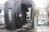 CEMAL ŞAHIN - Sarayburnu'nda Araç Bariyerlere Çarpıp Takla Attı