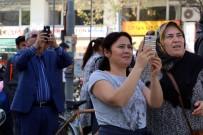 AKALAN - Cep Telefonlarına Sarıldılar Açıklaması Polis İse Operasyondaydı