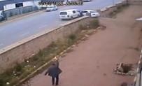 İSMAIL ÇELIK - FETÖ Şüphelisi Polis Memurunu Aracı İle Sürükledi