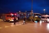 ESKIHISAR - Kocaeli'de Özel Halk Otobüsü İle Otomobil Çarpıştı Açıklaması 2 Yaralı