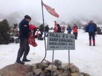 İSMAIL GÜNEŞ - Sivaslı Dağcılar, Muhsin Yazıcıoğlu Anısına Keş Dağına Tırmandı