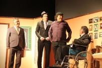 KAHKAHA - Akhisar'da 'Bir Bu Eksikti' İzleyenleri Güldürdü