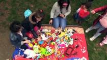 Çocuklara Paylaşmayı Oyuncaklarla Öğretiyorlar