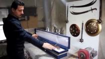 GUINNESS REKORLAR KITABı - Diziden Etkilenerek Ürettiği Kılıçlara Tasarım Tescil Belgesi Aldı