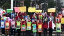 Öğrenciler Ünlü Edebiyatçıların Maskeleriyle Yürüdü