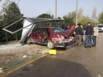 Otomobil Durağa Daldı Açıklaması Faciadan Dönüldü